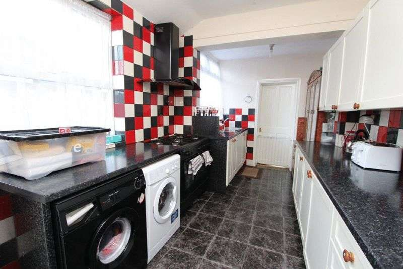 4 Bedrooms Semi Detached House for sale in Bentley Lane, Walsall