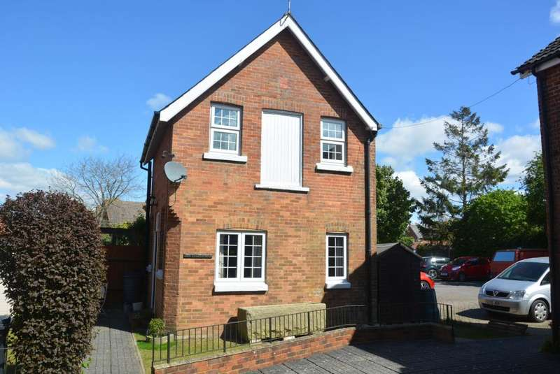 2 Bedrooms Detached House for sale in WIMBORNE