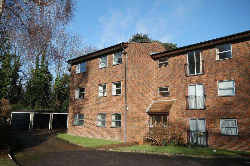 2 Bedrooms Apartment Flat for sale in Crown Point House, Woodsland Road, Hassocks,