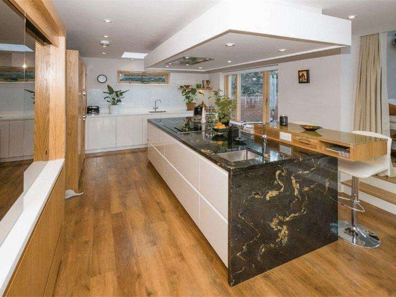 5 Bedrooms Detached House for sale in Gorad Road, Bangor