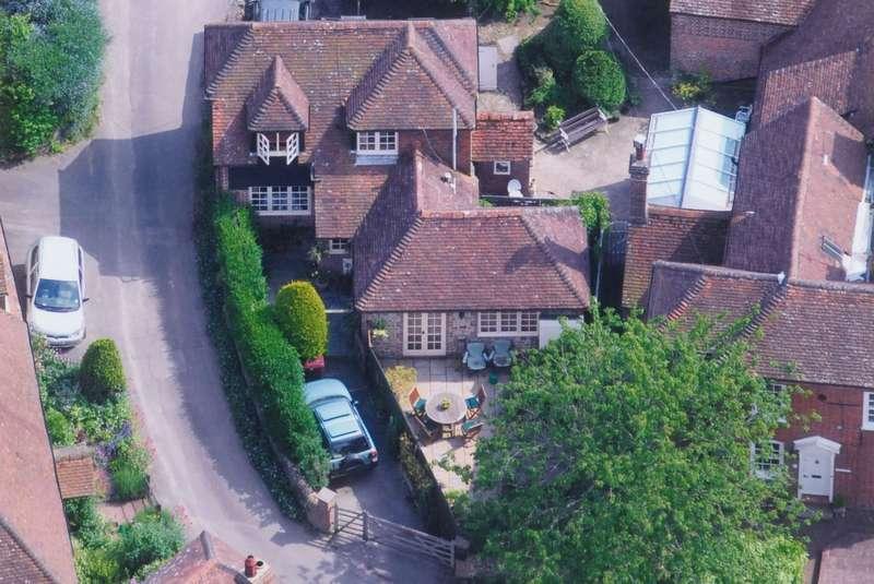 2 Bedrooms Detached House for sale in Queen Street, Stedham, Midhurst, GU29