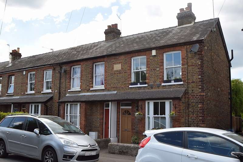 2 Bedrooms End Of Terrace House for sale in St Lukes Road, Old Windsor, SL4