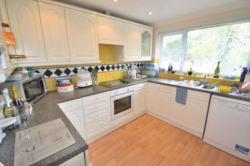 2 Bedrooms Maisonette Flat for sale in Luscombe Close, Caversham, Reading