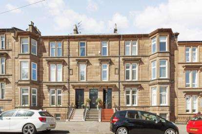 3 Bedrooms Flat for sale in Balvicar Drive, Glasgow, Lanarkshire