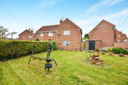 2 Bedrooms Semi Detached House for sale in Hill Crescent, Sutton-In-Ashfield, Nottinghamshire, Notts