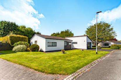 4 Bedrooms Bungalow for sale in Ledsham Close, Locking Stumps, Birchwood, Warrington