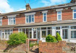 3 Bedrooms Terraced House for sale in Meadow Road, Gravesend, Kent