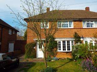 3 Bedrooms Semi Detached House for sale in Kennelwood Crescent, New Addington, Croydon, Surrey
