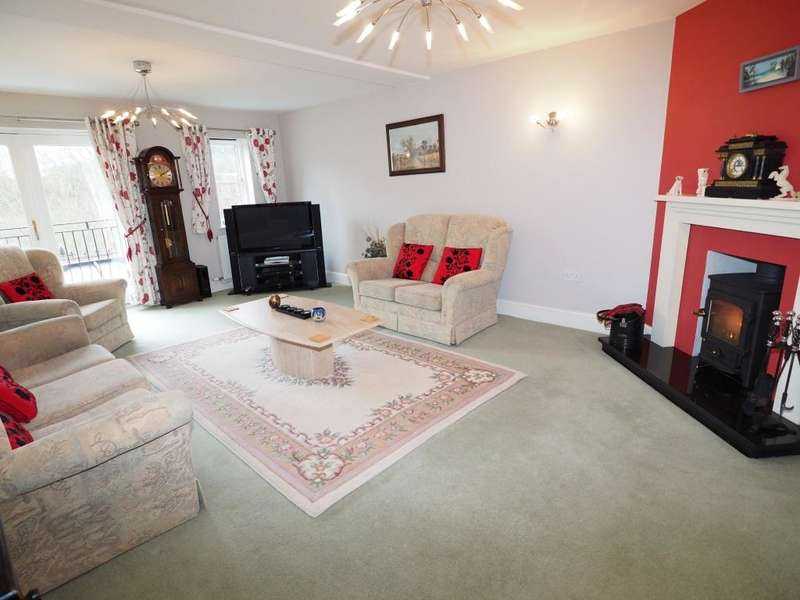 3 Bedrooms Semi Detached House for sale in Old Smithy Road, New Mills, High Peak, Derbyshire, SK22 3EH