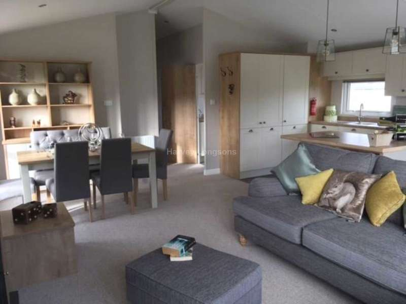 2 Bedrooms Lodge Character Property for sale in Porthcawl, Bridgend