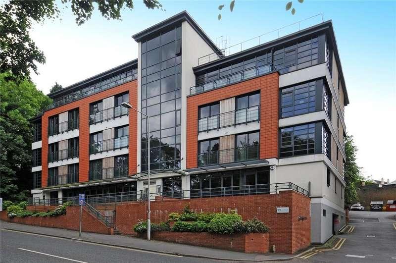 2 Bedrooms Flat for sale in Oak House, London Road, Sevenoaks, Kent, TN13