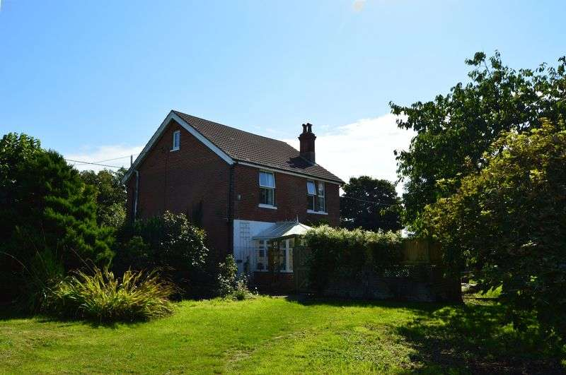 3 Bedrooms Detached House for sale in Newport Road, Cowes