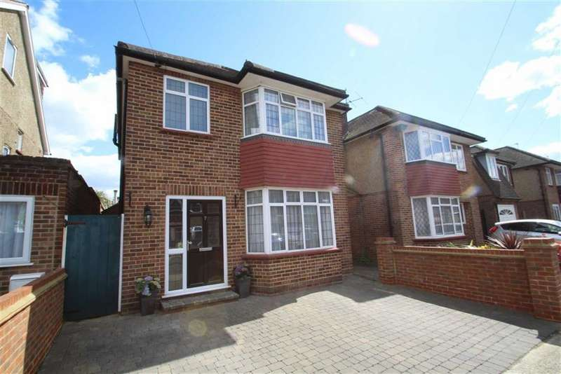 3 Bedrooms Property for sale in Pynchester Close, Ickenham