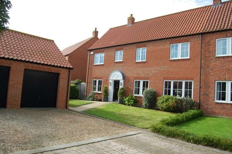 4 Bedrooms Semi Detached House for sale in Golf Course Lane, Waltham