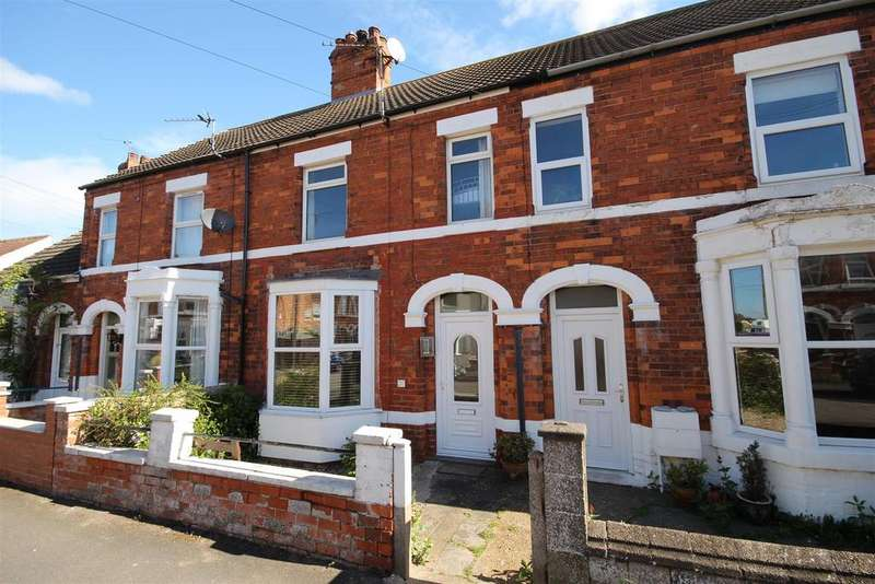 3 Bedrooms Terraced House for sale in 7 Queens Road, Sutton-On-Sea, Mablethorpe