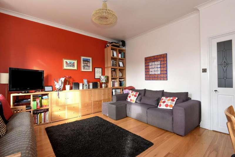 2 Bedrooms Flat for sale in Brownhill Road, Catford, SE6