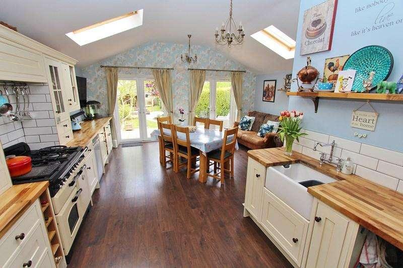 3 Bedrooms Semi Detached House for sale in West View Road, Keynsham, Bristol
