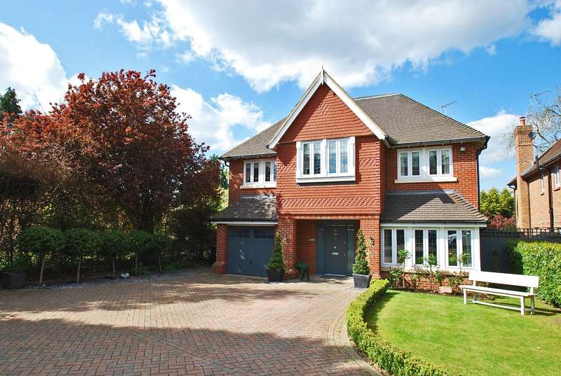 5 Bedrooms Detached House for sale in Brownswood Road, Beaconsfield, HP9
