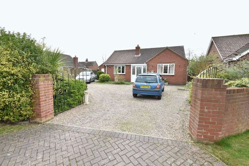 3 Bedrooms Detached Bungalow for sale in Holmes Close, Louth