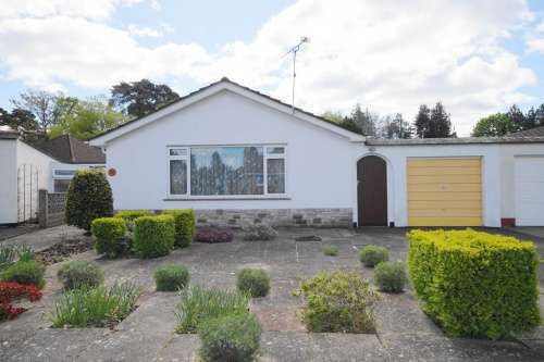 2 Bedrooms Bungalow for sale in Glenwood Way, West Moors