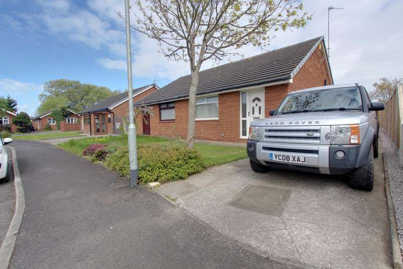2 Bedrooms Semi Detached Bungalow for sale in Croasdale Drive, Thornton Cleveleys FY5