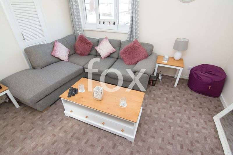 1 Bedroom Flat for sale in The Drive, Rochford