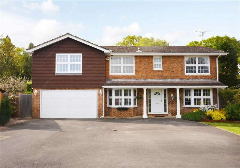 5 Bedrooms Property for sale in The Glade, Bucks Horn Oak, Farnham