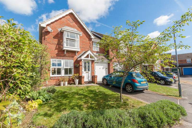 3 Bedrooms Property for sale in Ravens Walk, Royal Wootton Bassett