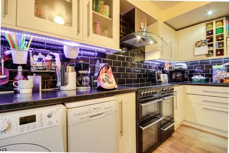 4 Bedrooms End Of Terrace House for sale in Greenlea Avenue, Leeds, West Yorkshire, LS19