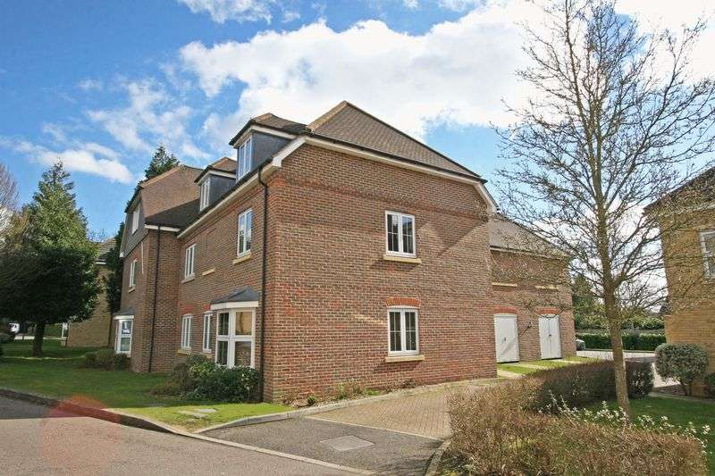 2 Bedrooms Flat for sale in Cranwells Lane, Farnham Common