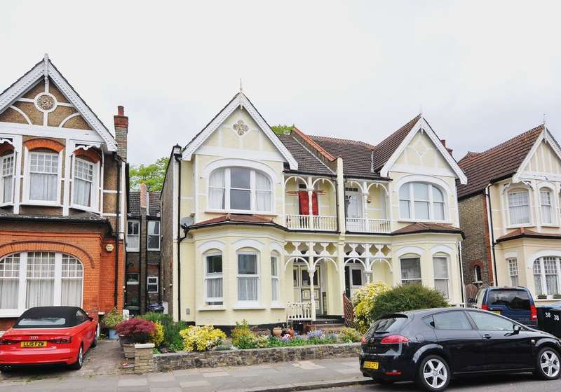 4 Bedrooms Flat for sale in Broomfield Avenue, Palmers Green, London, N13
