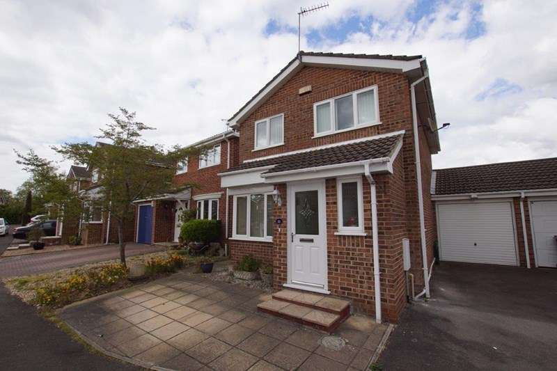 3 Bedrooms Detached House for sale in Chaldon Road, Canford Heath, Poole