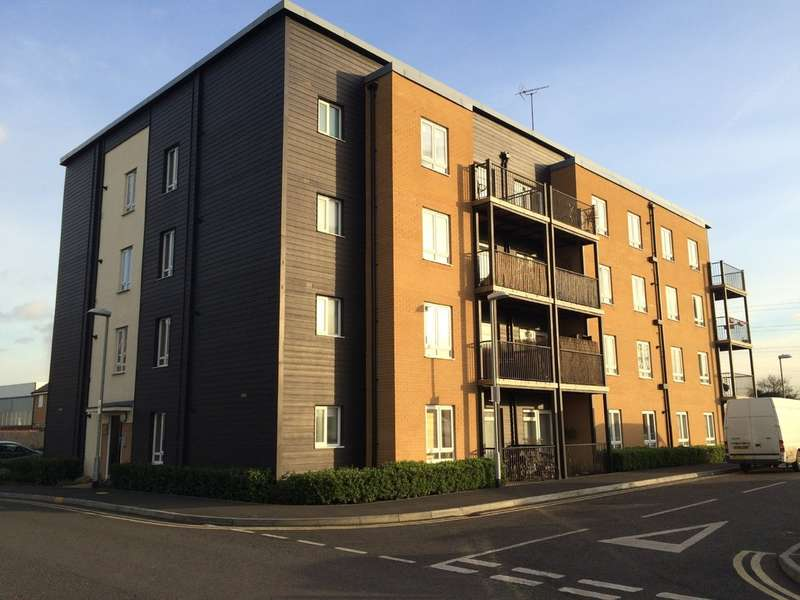 2 Bedrooms Flat for sale in Schoolfield Way, Grays