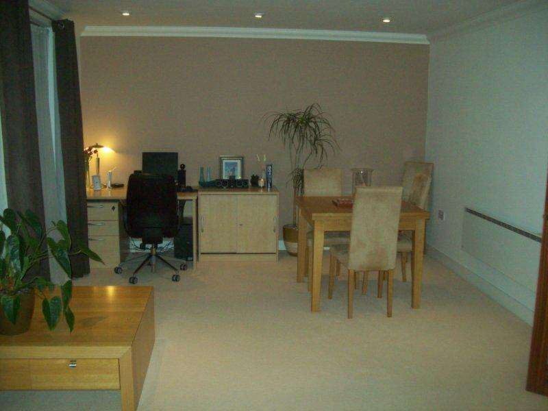 2 Bedrooms Apartment Flat for sale in St James Mansions, Cardiff Bay