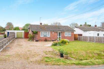 3 Bedrooms Bungalow for sale in Saham Hills, Norfolk, United Kingdom