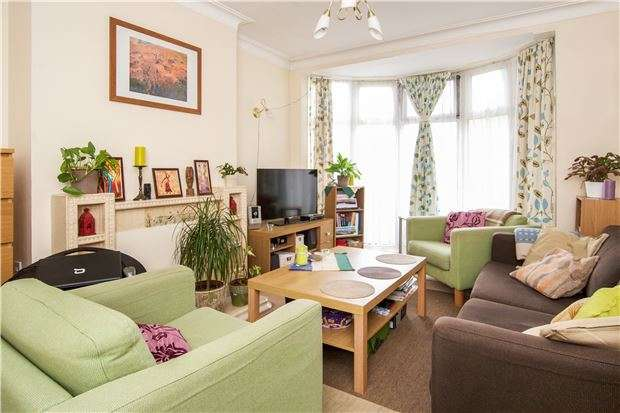 2 Bedrooms Maisonette Flat for sale in Lyne Court, Sunnymead Road, KINGSBURY, NW9 8LA