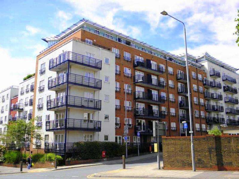2 Bedrooms Flat for sale in Royal Quarter Seven Kings Way, Kingston upon Thames KT2