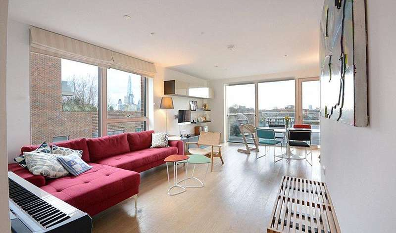 2 Bedrooms Flat for sale in Tyler Court, New Paragon Walk, London, SE17