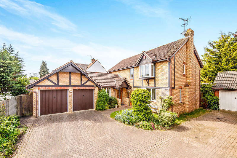 4 Bedrooms Detached House for sale in Homestead Close, Park Street, St. Albans, AL2