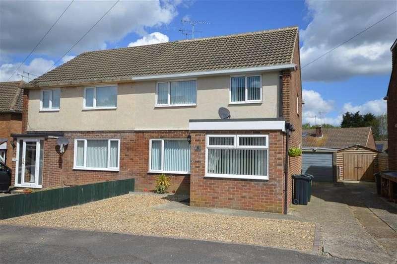 3 Bedrooms Semi Detached House for sale in Oast Meadow, Ashford, Kent