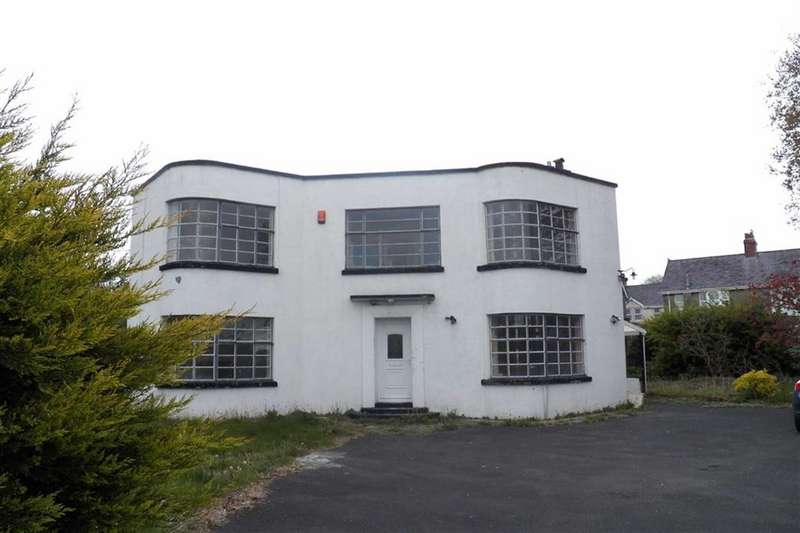 3 Bedrooms Property for sale in College Road, Carmarthen