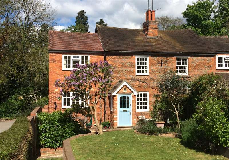4 Bedrooms Semi Detached House for sale in Knowl Hill Common, Knowl Hill, Berkshire, RG10