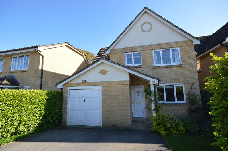 4 Bedrooms Detached House for sale in Doe Copse Way, New Milton