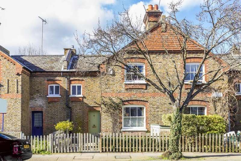 2 Bedrooms Terraced House for sale in Sulgrave Road, Brook Green, London, W6