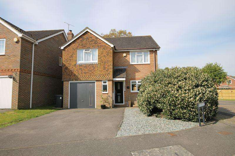 4 Bedrooms Detached House for sale in Pangdene Close, Burgess Hill, West Sussex