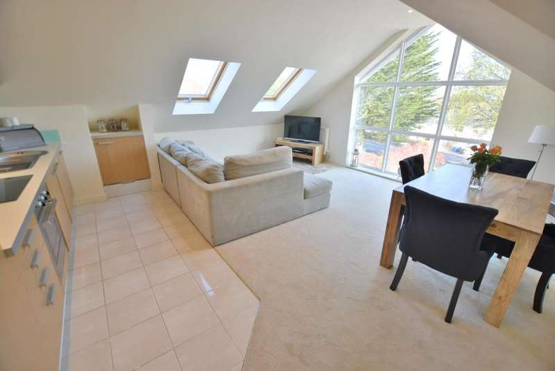 3 Bedrooms Flat for sale in Dane Court Road, Lower Parkstone, Poole, BH14 0PR