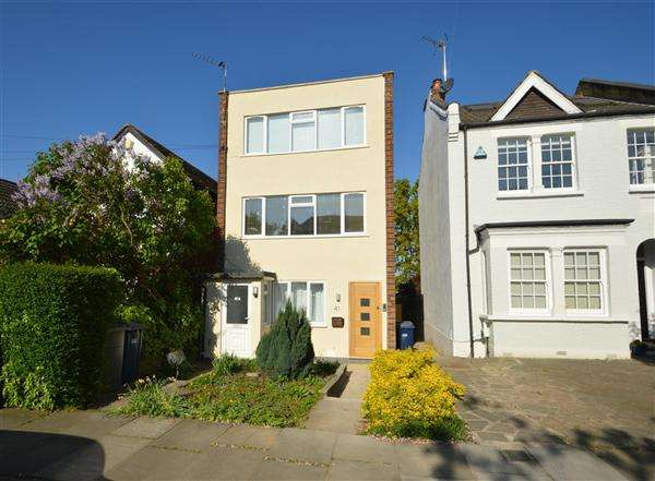 3 Bedrooms Apartment Flat for sale in Birkbeck Road, London