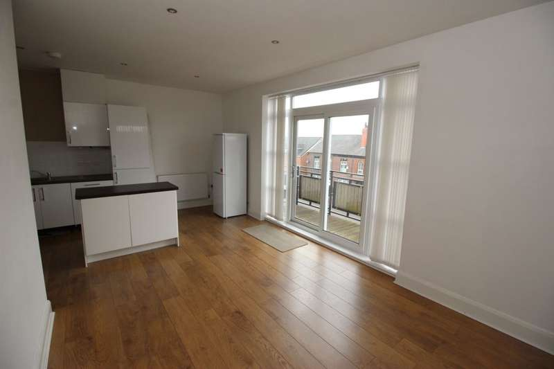 3 Bedrooms Flat for sale in St. Helens Road, Bolton, BL3