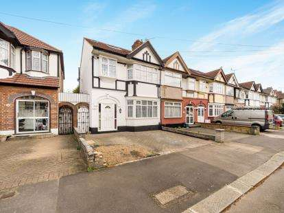 4 Bedrooms Terraced House for sale in Romford, London, United Kingdom