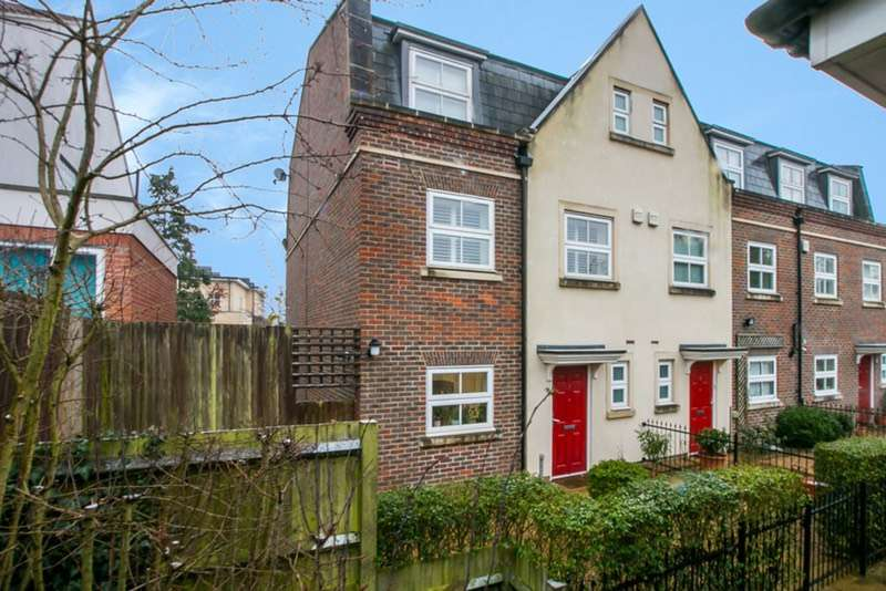 4 Bedrooms End Of Terrace House for sale in Rossiter Close, London, London, SE19